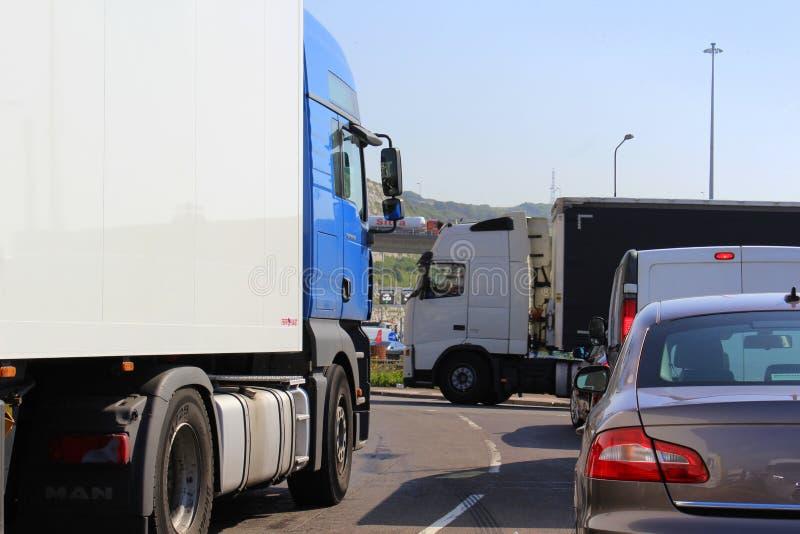 Tung trafik till Dover port Förenade kungariket royaltyfria bilder