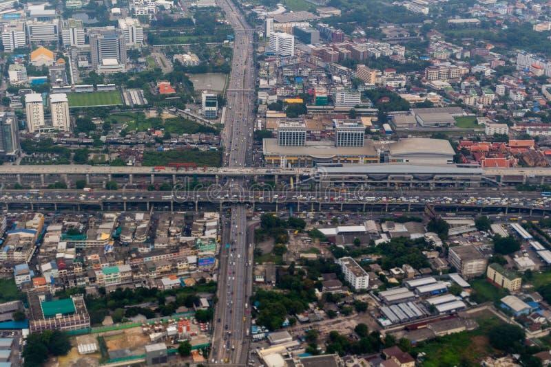 Tunga traffickBangkok huvudvägar Thailand royaltyfria bilder