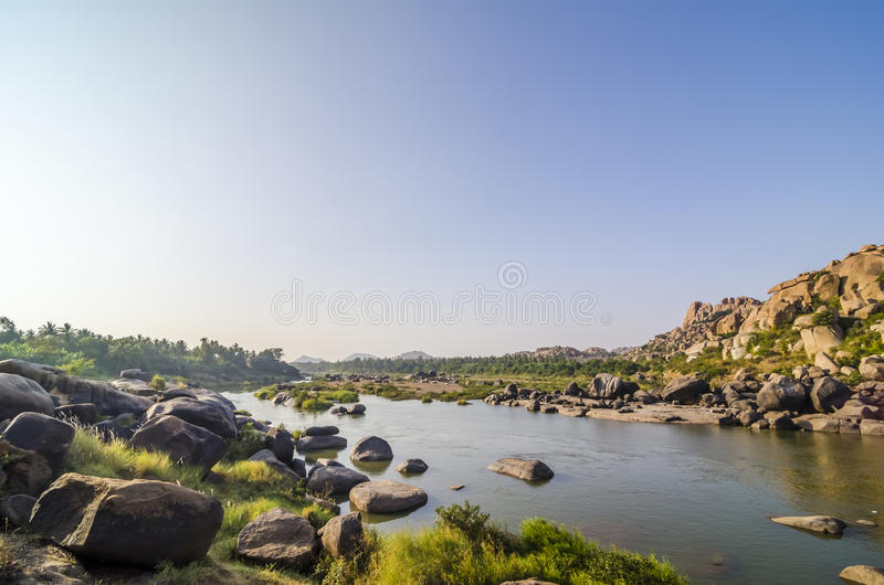 Tungabhadra rzeka blisko Hampi fotografia royalty free
