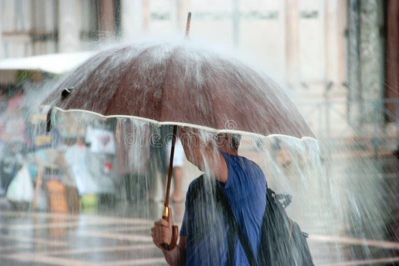 tungt regn arkivfoto