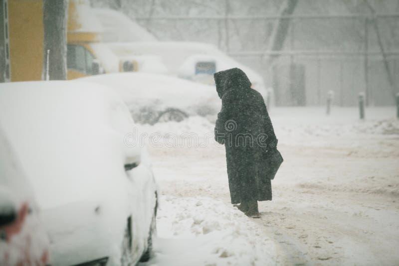Tungt snöfall över Bucharest, Rumänien royaltyfri foto