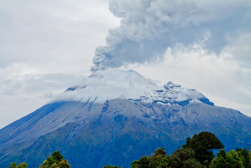 Tungurahua火山爆发特写镜头  库存照片