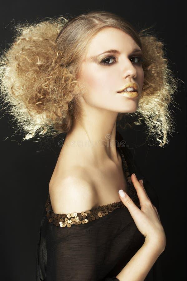 tunique bouclée noire de modèle de cheveu de mode photos stock
