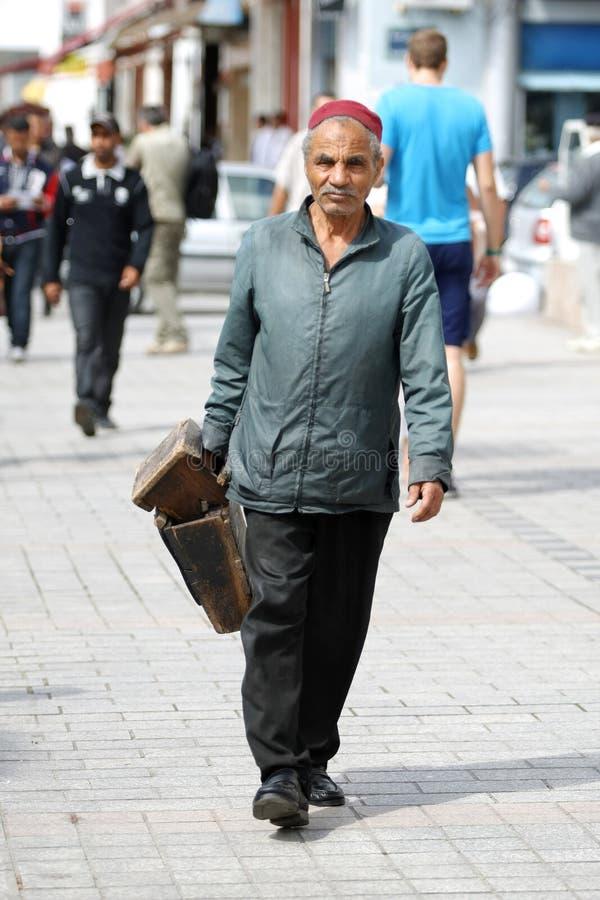 Tunisian na rua de Tunes foto de stock