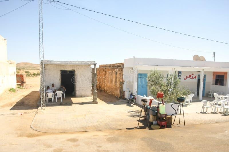 Tunisiens vendant l'essence photo libre de droits