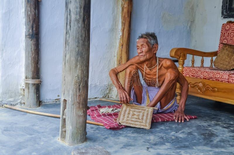Tunn man i Bangladesh royaltyfri foto