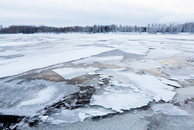 Tunn is på sjön royaltyfria foton