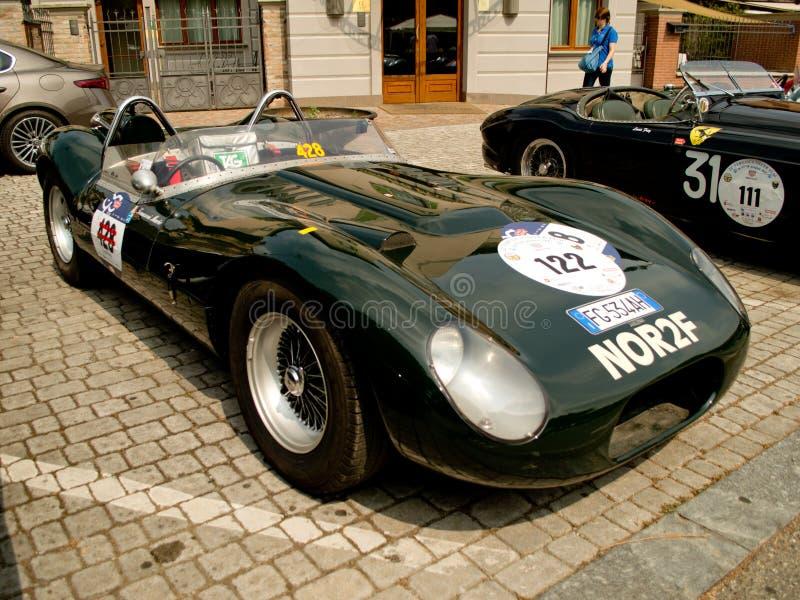 Tunnbindare Jaguar Sport på den Vernasca silverflaggan 2017 arkivfoton