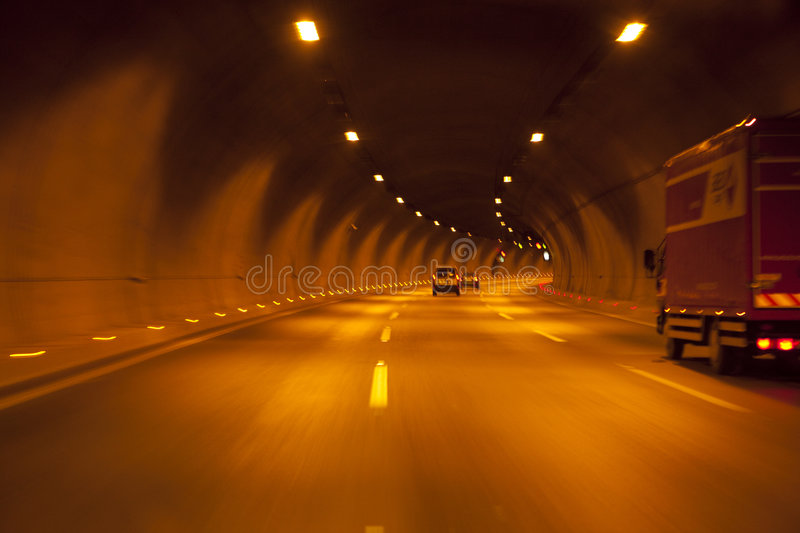 TUNNEL photos stock