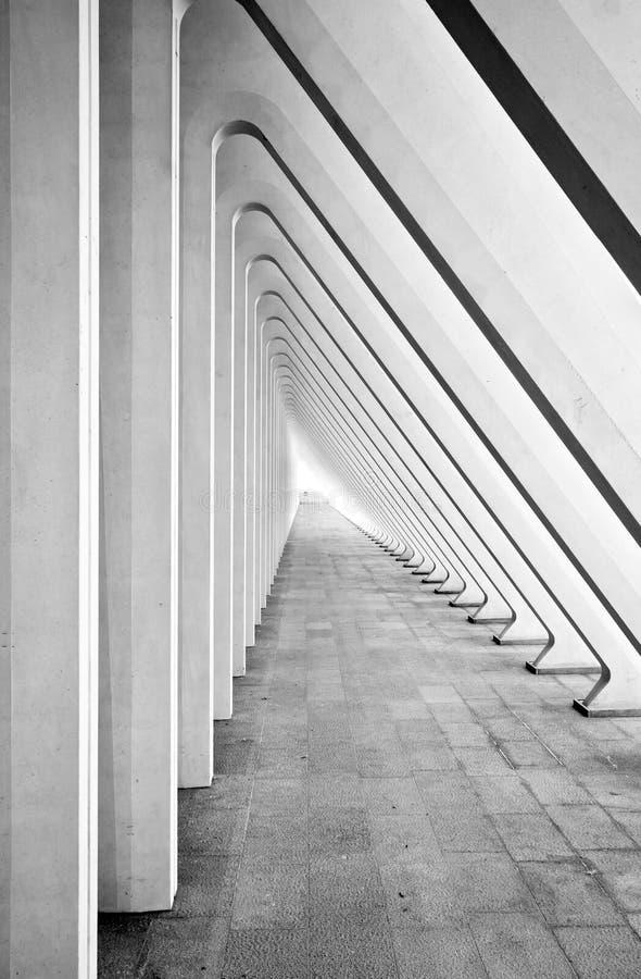 Tunnel abstrait avec les voûtes concrètes images libres de droits