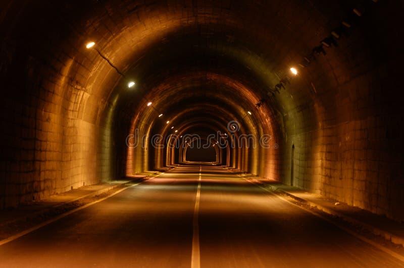 Tunnel allumé photographie stock