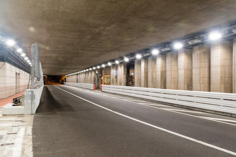 Tunnel célèbre de Grand Prix F1 de Monte Carlo chez le Monaco pendant la nuit photo stock