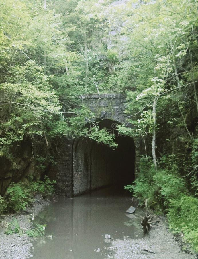 Tunnel caché photo stock