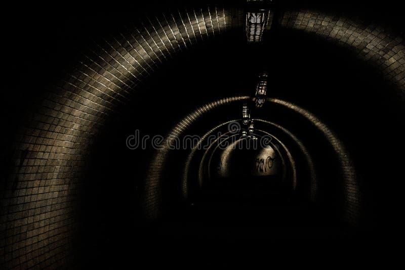 Tunnel in dark royalty-vrije stock foto's