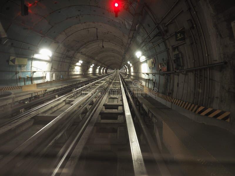 tunnel de chemin de fer de souterrain photos stock