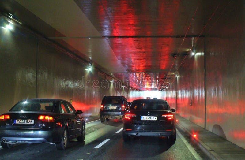 Download Tunnel de voiture photo éditorial. Image du lumière, passager - 76075906