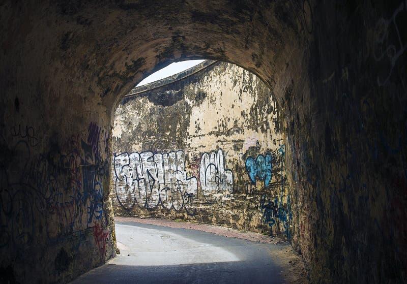Tunnel dei graffiti fotografia stock
