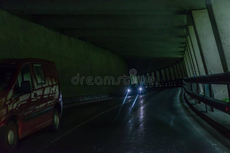 Tunnel dell'automobile nelle alpi con traffico imminente, Austria fotografia stock libera da diritti