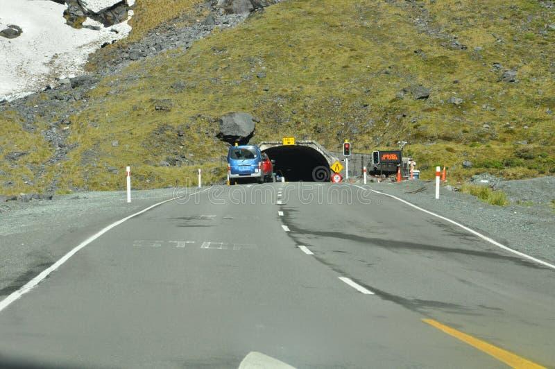 Tunnel di Omero sotto Darran Mountain sulla strada principale di Milford Sound fotografie stock libere da diritti