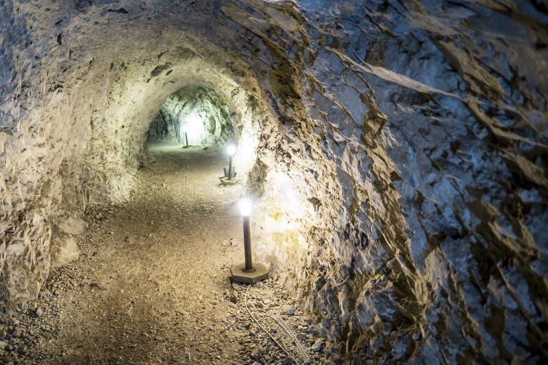 Tunnel di pietra di estrazione mineraria fotografie stock