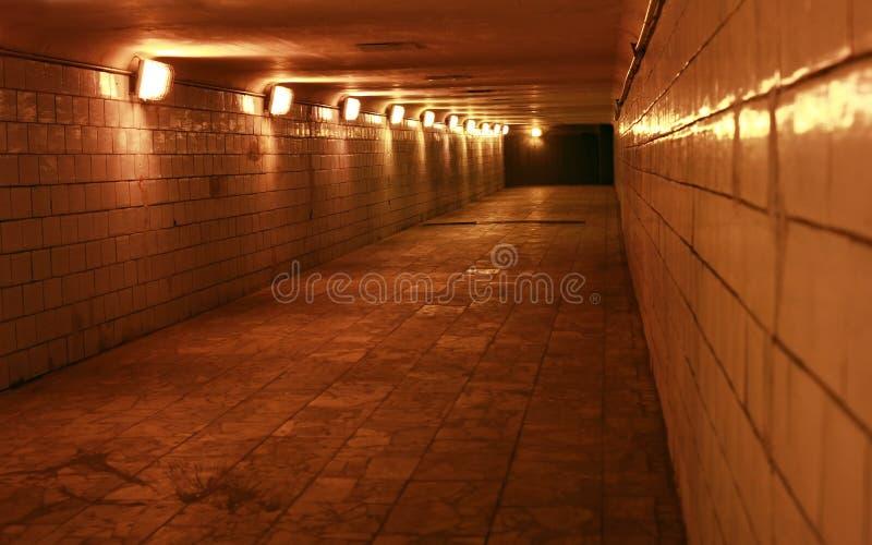 Tunnel in een stedelijke stad stock afbeeldingen