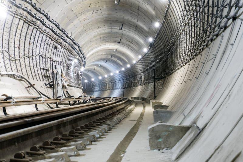 Tunnel en construction de souterrain des tubes concrets renforcés photos libres de droits