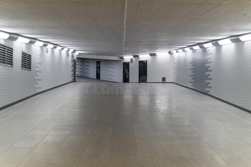Tunnel för drevstation royaltyfri fotografi