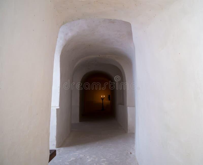 Tunnel f?r processionen av grottakyrkan royaltyfri foto