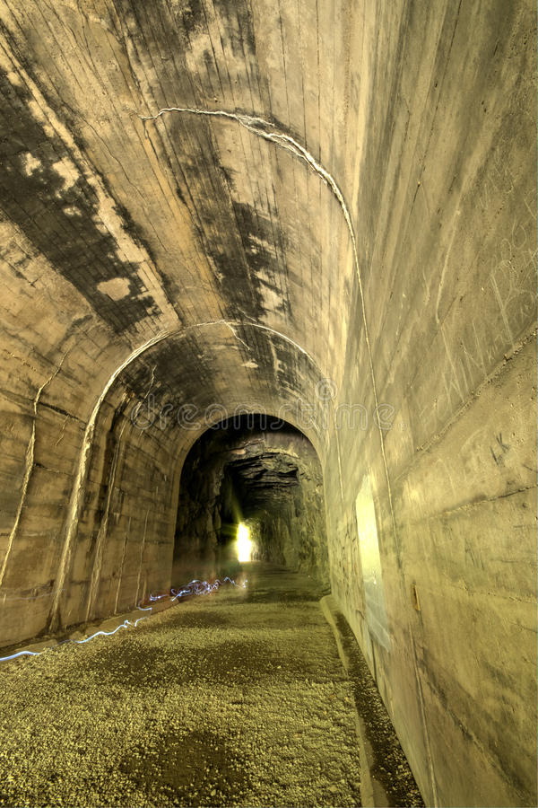 Tunnel ferroviario di Unfinish immagini stock