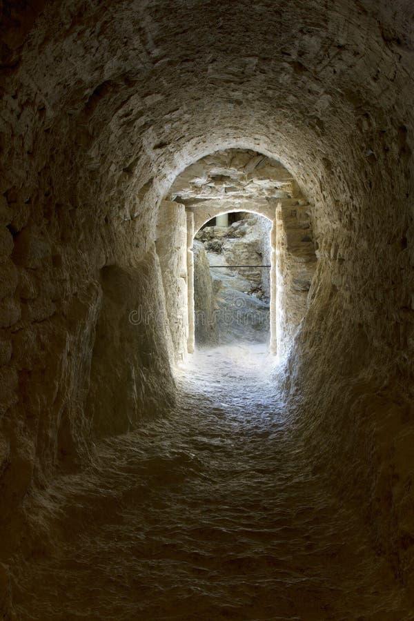 Tunnel foncé photos stock