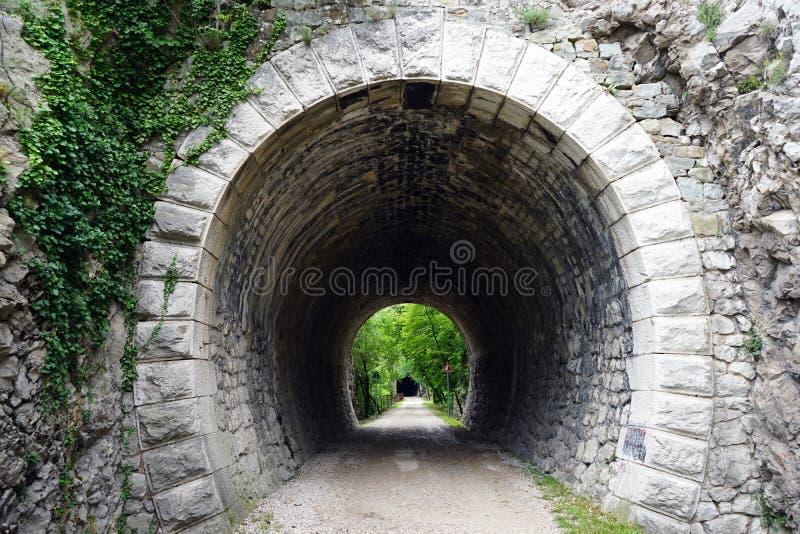 Download Tunnel i vagga fotografering för bildbyråer. Bild av väg - 78726771