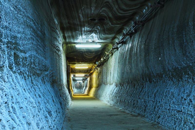 Tunnel lumineux dans le mien photographie stock libre de droits