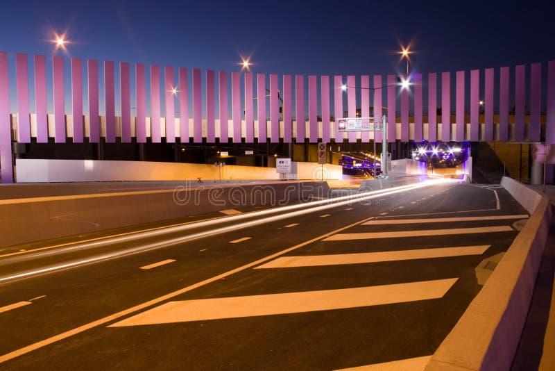 Tunnel moderne de circulation et conception créatrice de route images stock