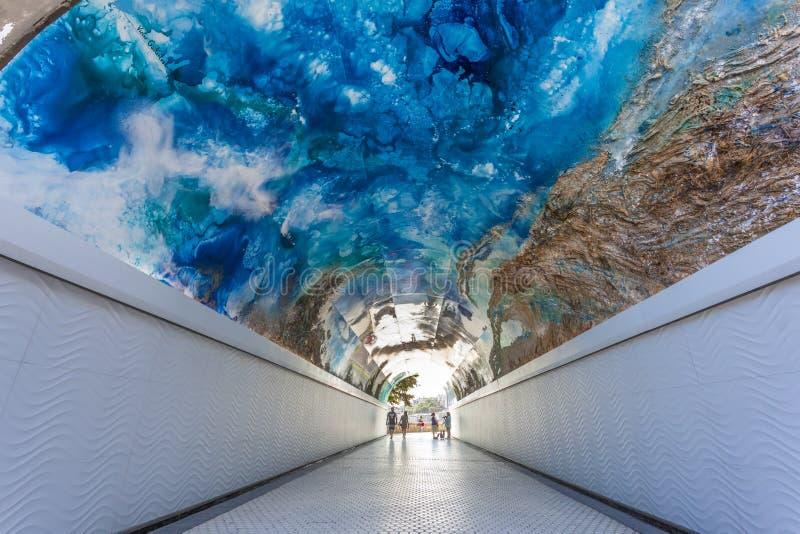 Tunnel piétonnier dans San Sebastian, Espagne images libres de droits