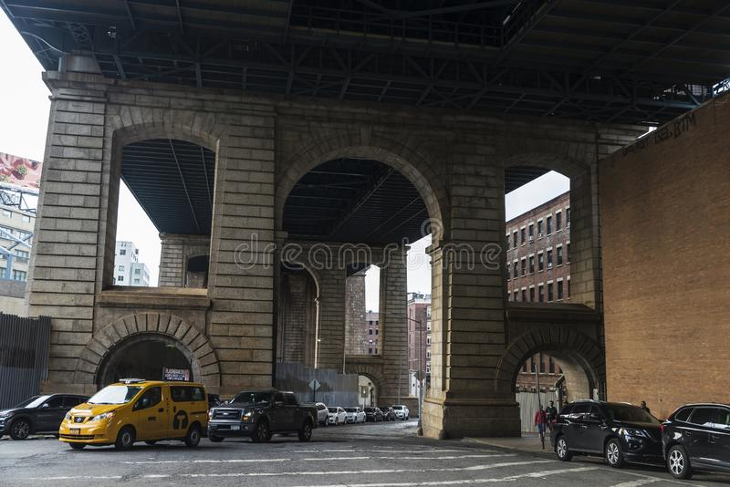 Tunnel sotto il ponte di Manhattan in New York, U.S.A. fotografia stock libera da diritti