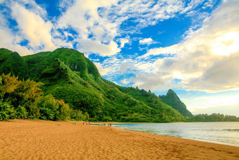 Tunnel-Strand, mit Makana-Berg oder Bali Hai lizenzfreie stockbilder