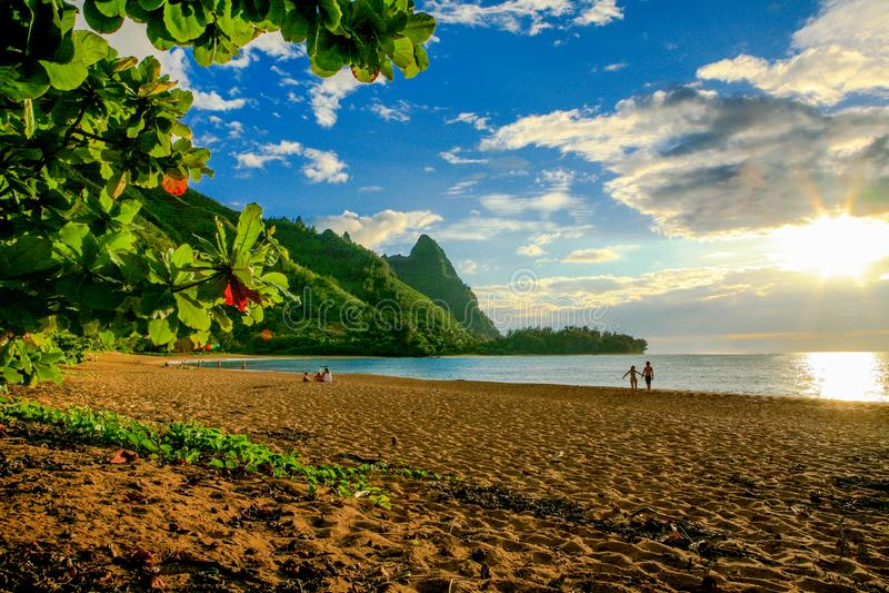 Tunnel-Strand, mit Makana-Berg oder Bali Hai lizenzfreies stockfoto