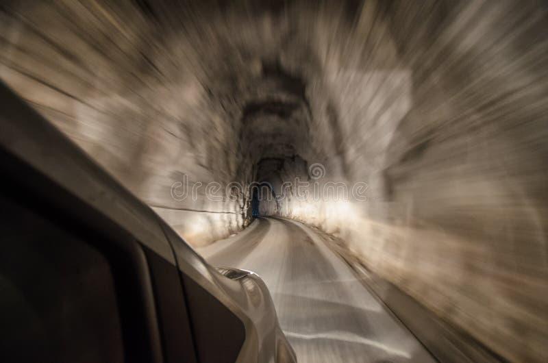 Tunnel suggestif de l'intérieur de la voiture photo stock