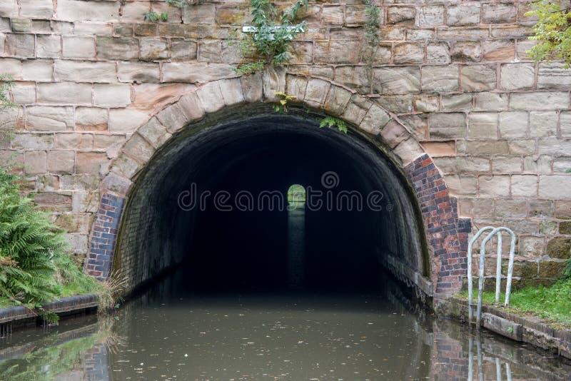 Tunnel sur un canal photo libre de droits