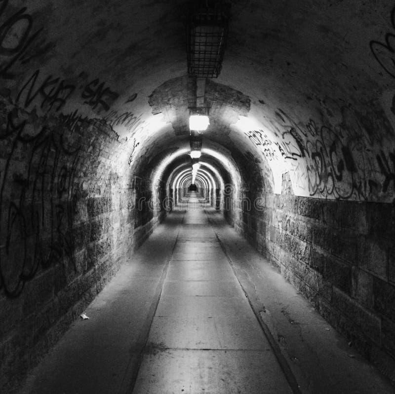 Tunnel till o?ndligheten royaltyfria bilder
