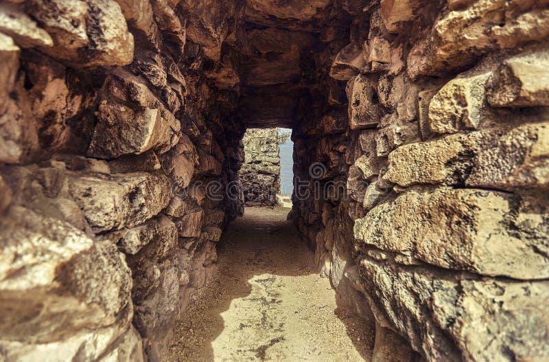 Tunnel tussen de muren van de ruïnes van Tulum #3 stock afbeeldingen