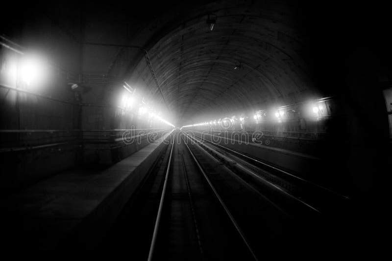 Tunnel van een metro, nieuw metro van Milaan vervoer, Italië stock foto