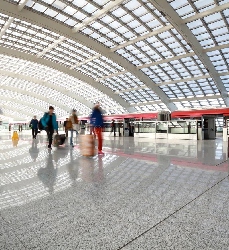 Tunnelbana i station för beijing T3-flygplats på folk arkivfoto