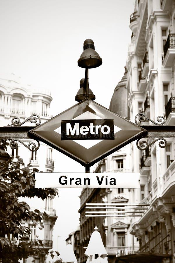 Tunnelbanan undertecknar in Madrid arkivfoto