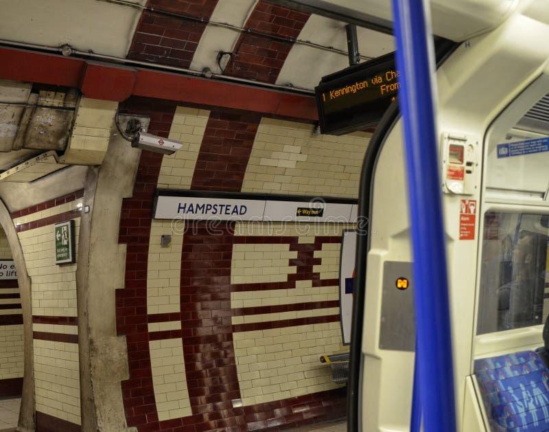 Tunnelbanastopp i London, Förenade kungariket, Juni 14 2018 royaltyfri bild