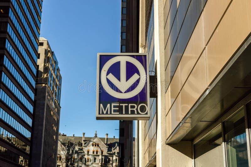 Tunnelbanatransport undertecknar in det Montreal centret royaltyfria foton
