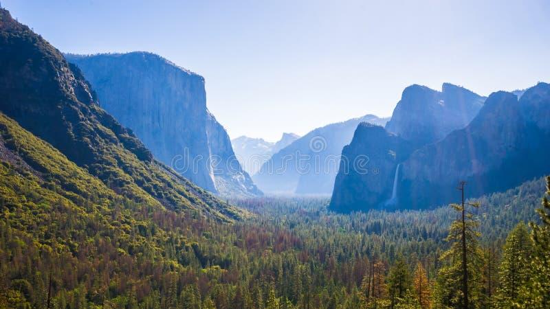 Tunnelen beskådar, den Yosemite nationalparken royaltyfria bilder