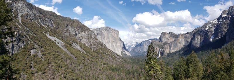 Tunnelmening bij het Nationale Park van Yosemite stock foto
