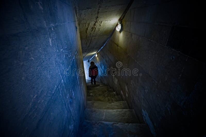 Tunnels et escaliers à l'intérieur du baptistère image libre de droits