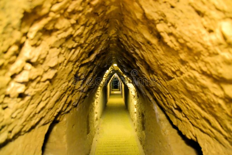 Tunnels onder de grootste mens van Cholula gemaakt tot piramide stock foto